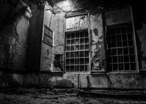 5D CHALLENGE Abandonded Asylum BW_